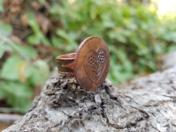 FLOWER HEART COPPER RING (size 7)