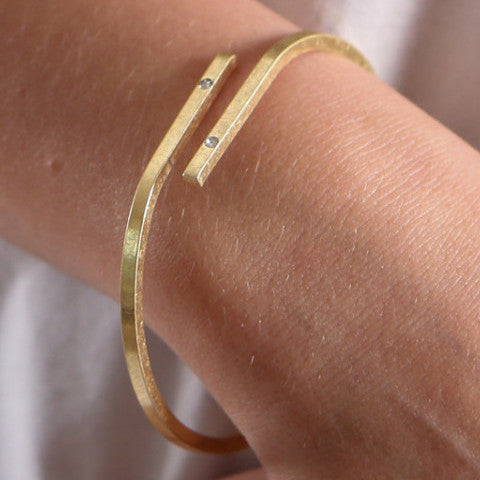 Matte Gold Overlapping Bangle Bracelet - J&J Petite Boutique - 1