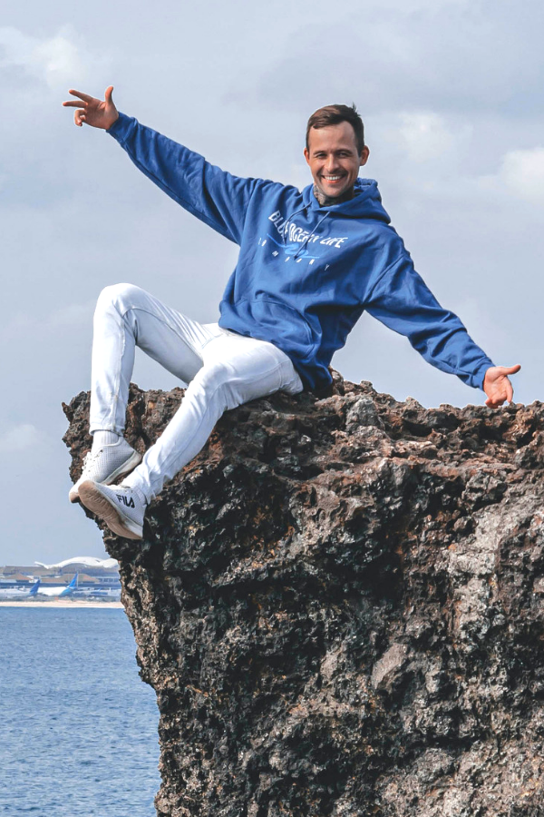 uluwatu-bali-indonesia-wellness-model-photo-shoot-healing-wave-hoodie
