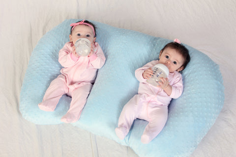 twin pillow on twin blog giveaway