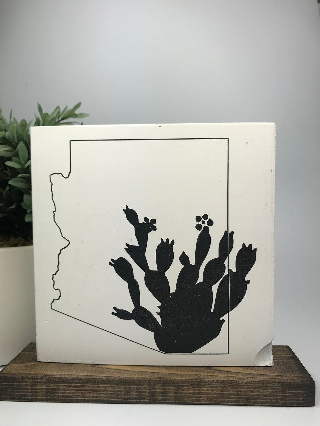 Arizona outline w/ cactus | Tabletop Sign