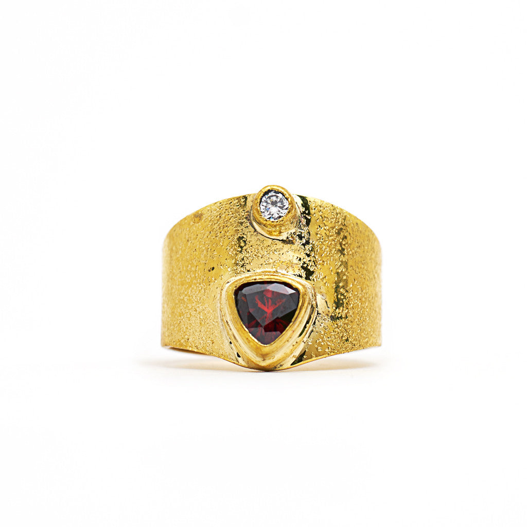 Ring Kenza Triangle Gold Front