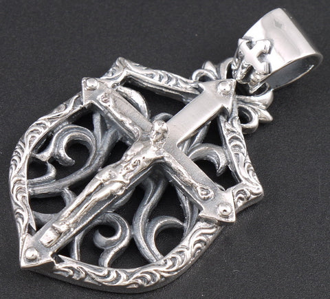 16g floral crucifix cross pendant