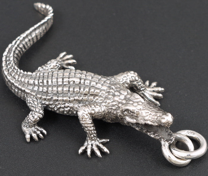 17g alligator crocodile pendant