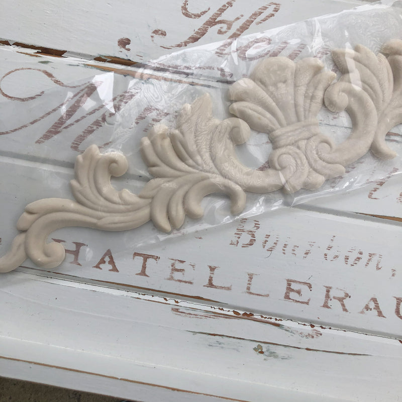 Pediment XXL Decorative Applique