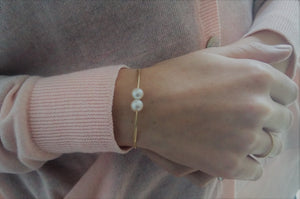 """Cross paths""- Pearl Soft Bracelet."