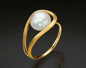 """B-Sol""- Floating Pearl & Diamonds ring"