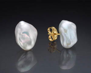 """Fog""- Pearls Stud Earrings."