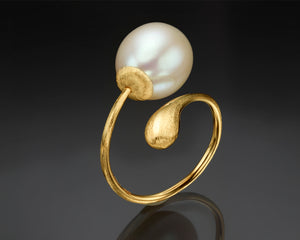 """Solas""- Pearl Twist Ring."