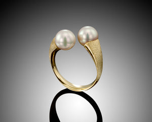 """Face 2 Face"" -Twist Open Pearls Ring."