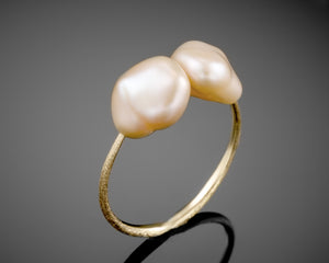 """Backbone""- Keshi Pearls Ring."