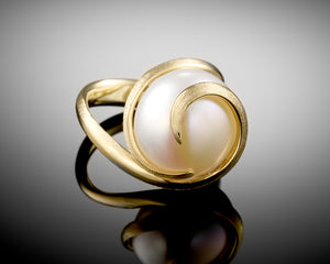 """Infinity""- Spiral Gold Bouton Pearl Ring."