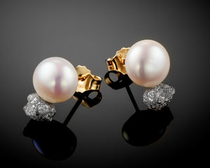 """Venus""- Pearls & Diamonds Studs."