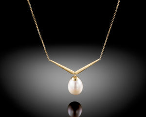 """Fly""- V Shaped Pearl Necklace."