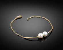 Load image into Gallery viewer, Cross Paths Pearls 18k Gold Bracelet