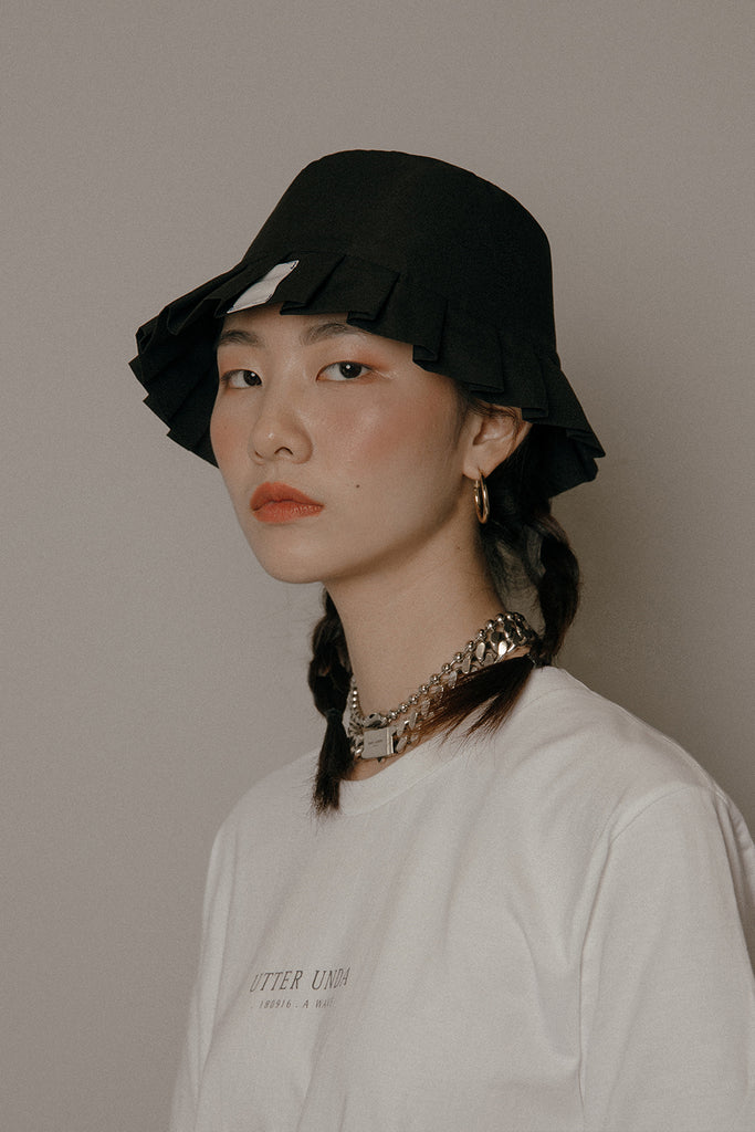 LAMPSHADE BUCKET HAT (BLACK)