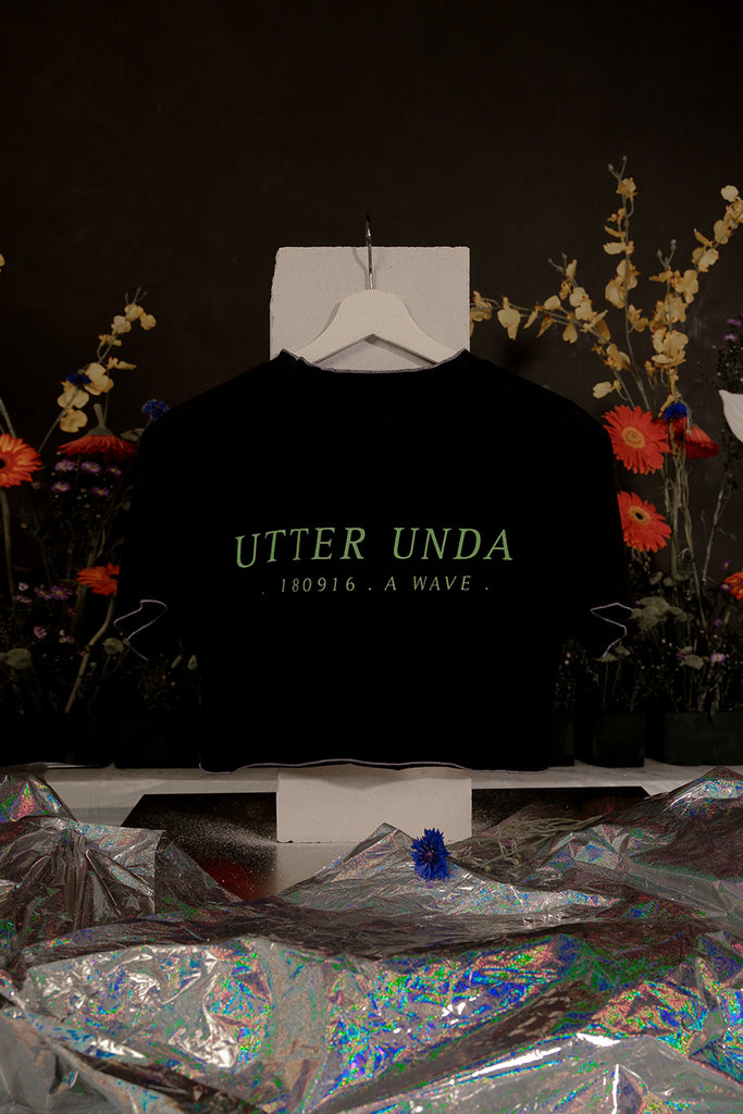 UTTER UNDA CROP T-SHIRT (BLACK)