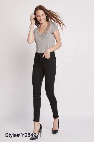 Raven Ankle Skinny Jeans
