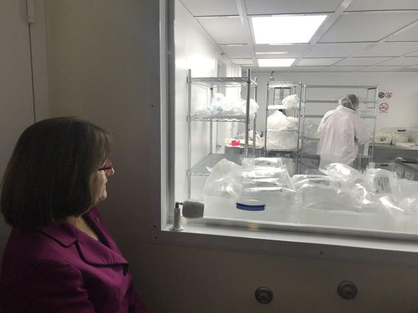 Rep. Kuster views Foxx Life Sciences Clean Room Facility