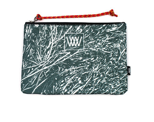 Wild by Water Sporty Clutch – Mono Seaweed