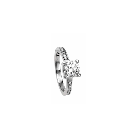 CLASSIC ENGAGEMENT RING -
