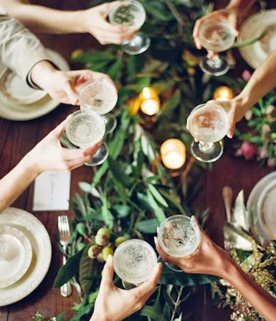 Our Best Tips for Hosting a Successful Dinner Party