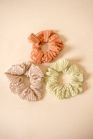 Pleated Scrunchie (Three Colors)