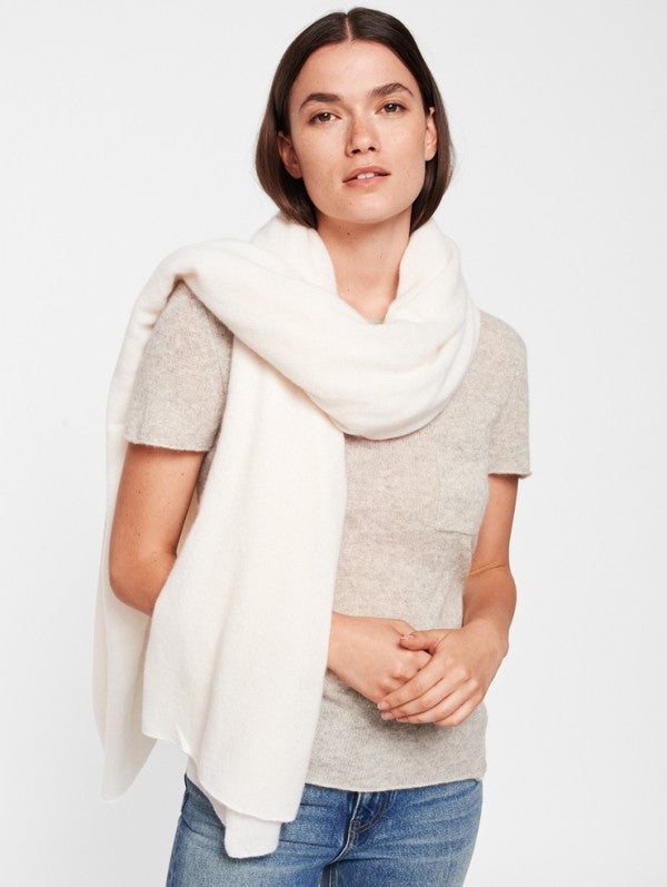 CASHMERE TRAVEL WRAP IN PEARL WHITE