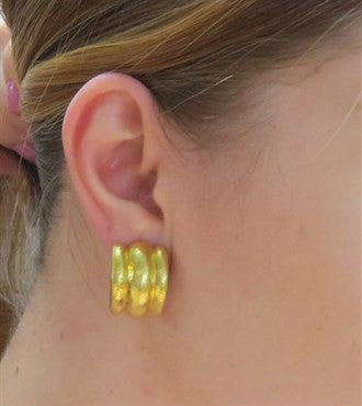 thumbnail image of Elizabeth Locke Amalfi Hammered 19k Gold Hoop Earrings