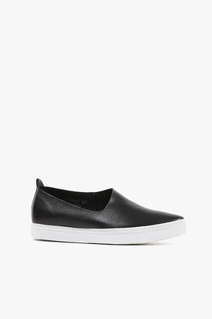 Side Scoop Sneaker