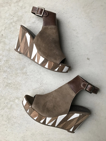 Harlequin Wedge