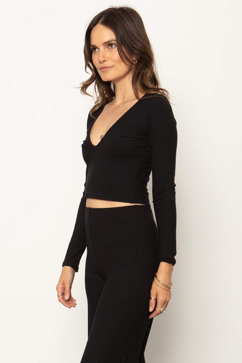 The V Neck Crop - Black