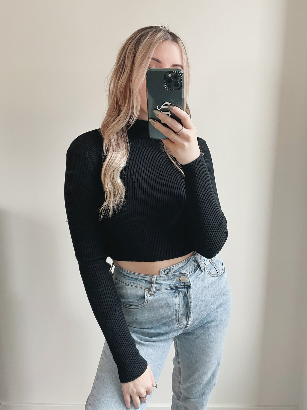 Going Steady Turtleneck Crop - Black