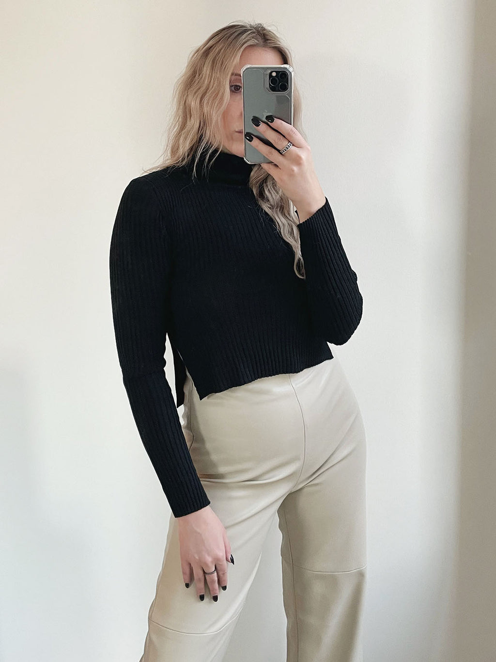 Izzy Crop Turtleneck