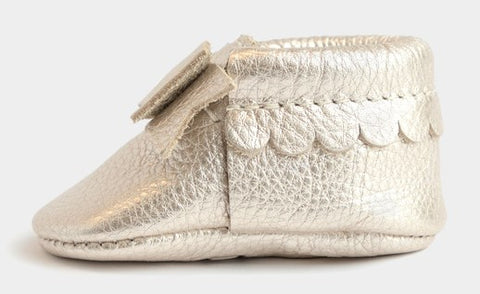 Freshly Picked Newborn Platinum Bow Moccasins