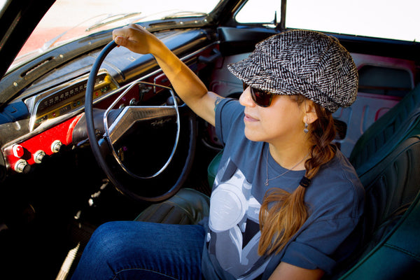 RetroGrade Fuchs T-Shirt Woman in Car