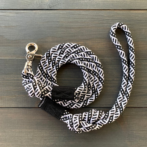 Black and White Quick Clip Leash