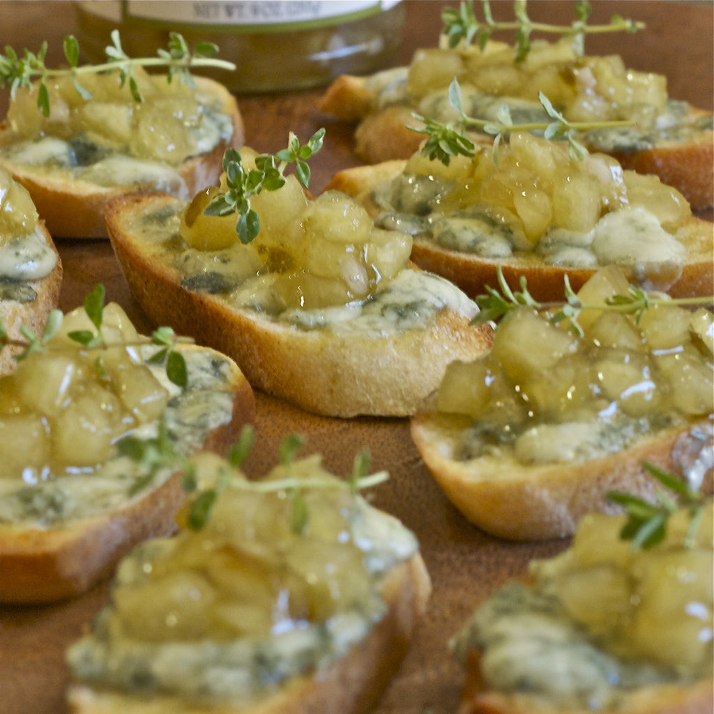 BLUE CHEESE & APPLE JAM CROSTINIS (Spicy Apple Garlic Jam)