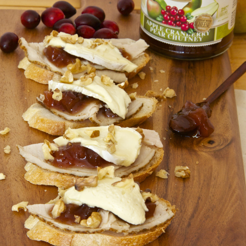 BRIE & TURKEY CROSTINI (Apple Cranberry Pear Chutney)