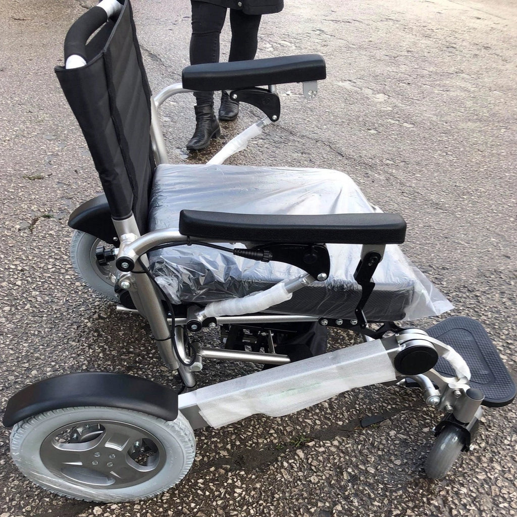 F19 FOLDING ELECTRIC WHEELCHAIR 22 inch wide BY BP4D carry 31.5 stone