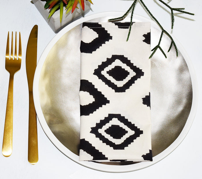 Set of 4 Napkins | Bali White + Black