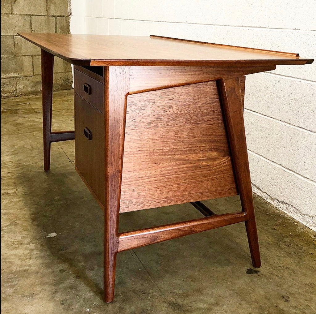 Hays Desk- Walnut
