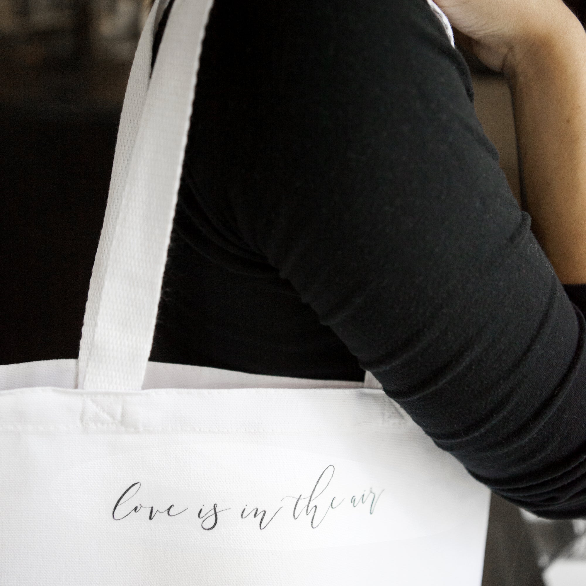 DIY Calligraphy Wedding Party Tote Bags (With FREE Printables!)