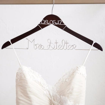 wedding dress hangers, personalized bridal hangers, bridal shower gifts, best engagement gifts, bride gift ideas, unique bridal gifts