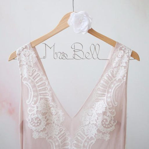wedding dress hangers, personalized bridal hangers, bridal shower gifts, best engagement gifts, bride gift ideas, unique bridal gifts, gifts for brides, best wedding dress hangers