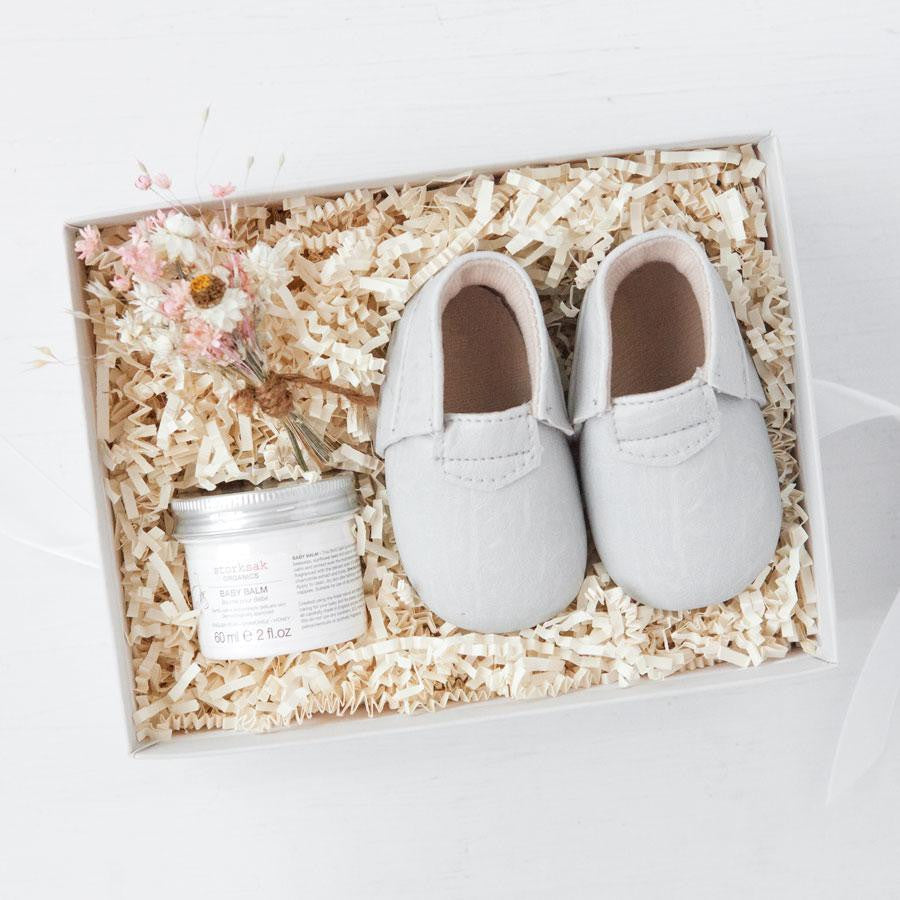 gifts for new moms, gender neutral baby gifts, luxury mom gifts, new mom new baby gift boxes, best gifts for new moms, mom and baby gift set, gift ideas for moms, new baby gift box