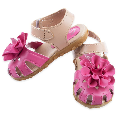 Choosing the perfect summer sandal for baby!