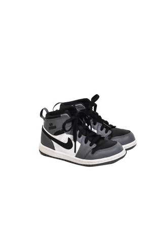 10017618 Nike Kids~Shoes 4T (EU 26) at Retykle