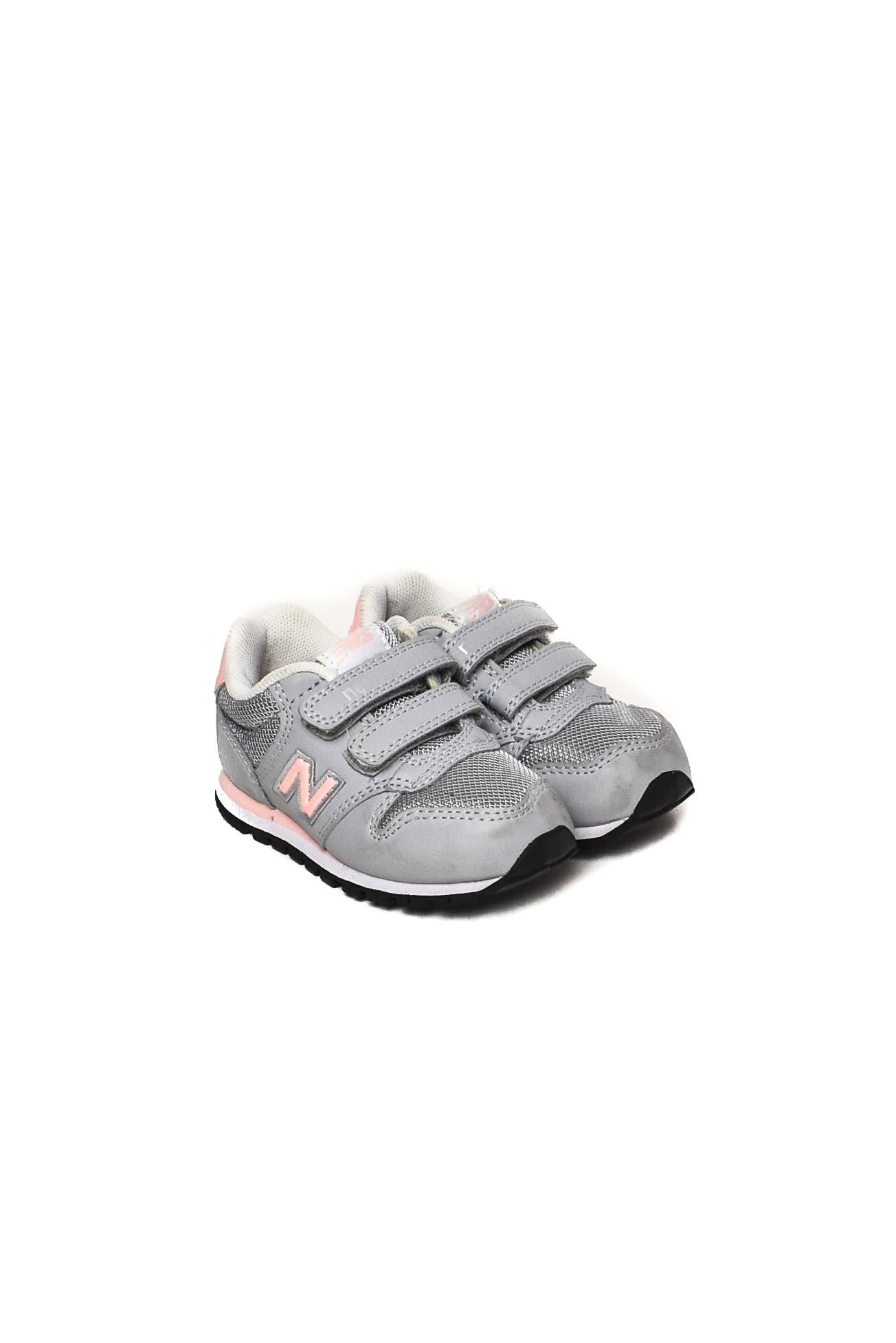 New Balance at up to 90% off at Retykle