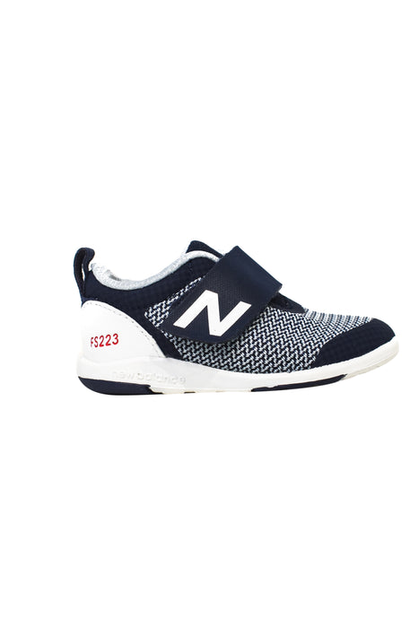 10045840 New Balance Baby~Sneakers 12-18M (EU 21) at Retykle